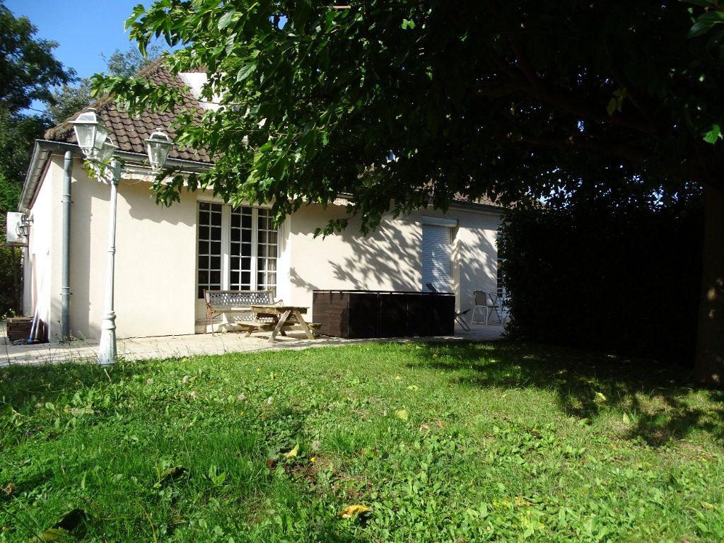 Maison à vendre 8 142.47m2 à Saint-Étienne vignette-3