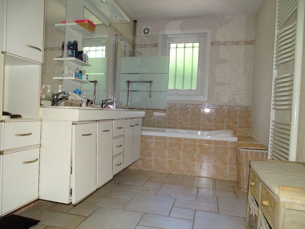 Maison à vendre 8 142.47m2 à Saint-Étienne vignette-9