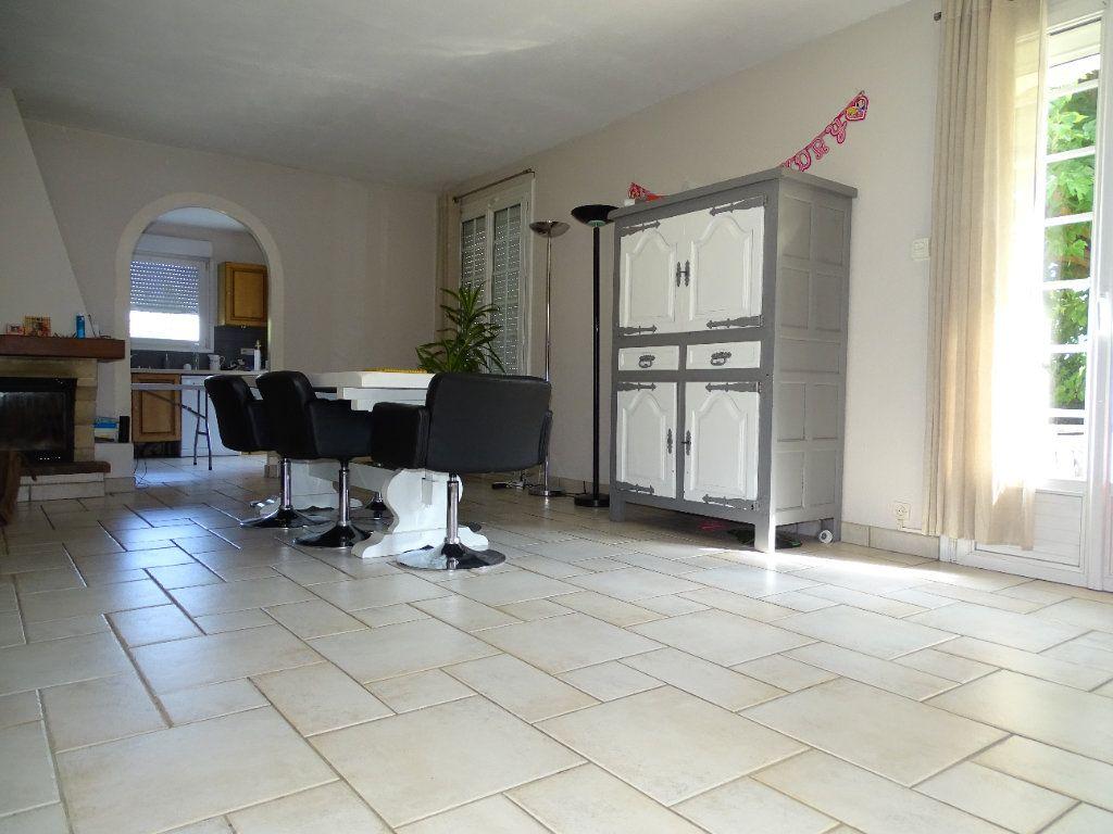 Maison à vendre 8 142.47m2 à Saint-Étienne vignette-15