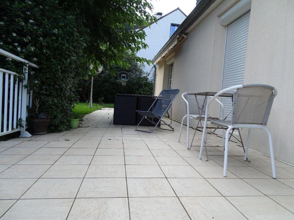 Maison à vendre 8 142.47m2 à Saint-Étienne vignette-16