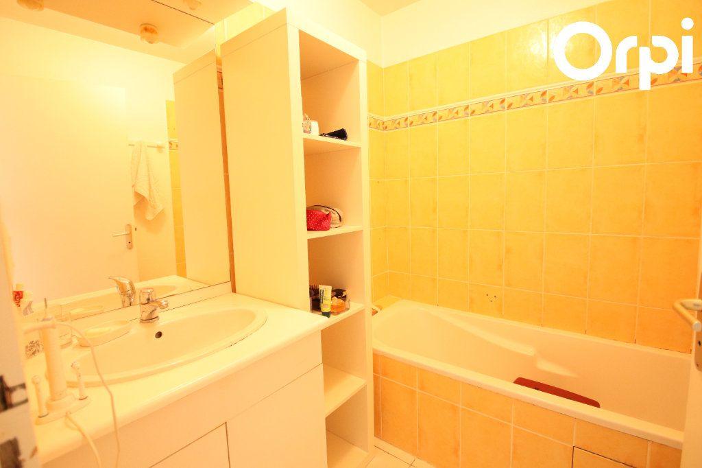 Appartement à vendre 3 74.5m2 à Royan vignette-6