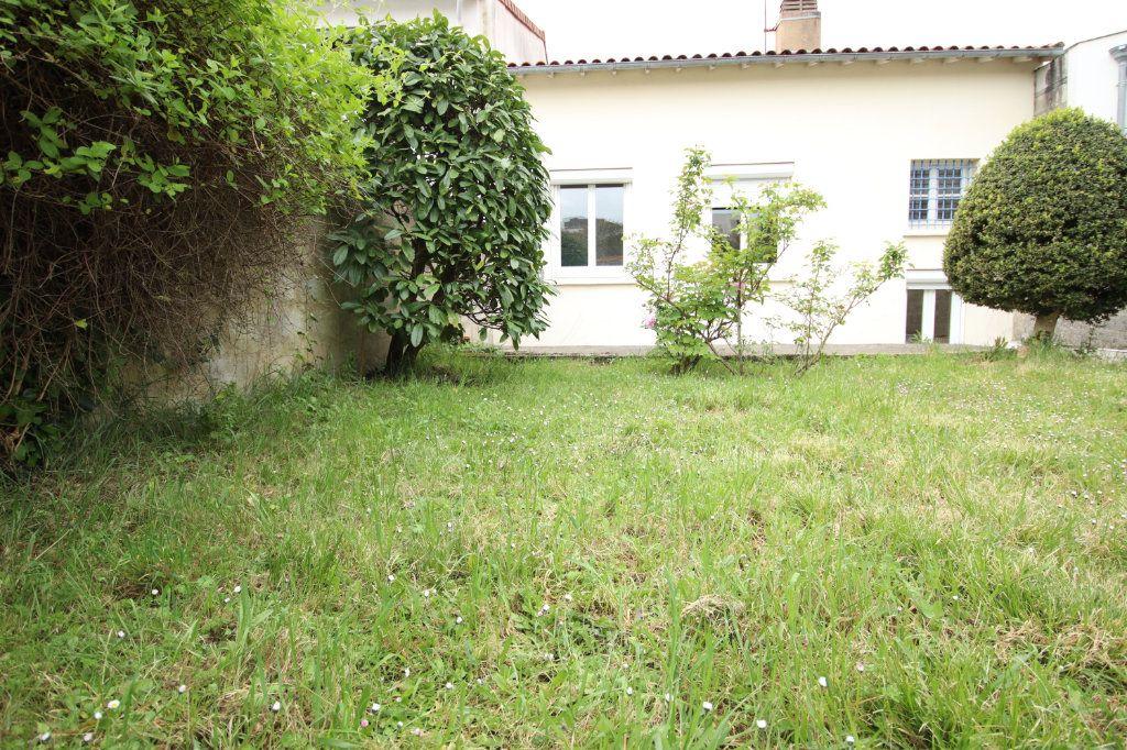 Maison à vendre 6 144.15m2 à Royan vignette-1