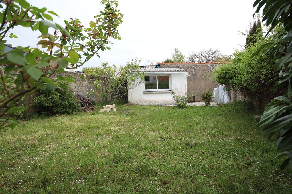 Maison à vendre 6 144.15m2 à Royan vignette-2