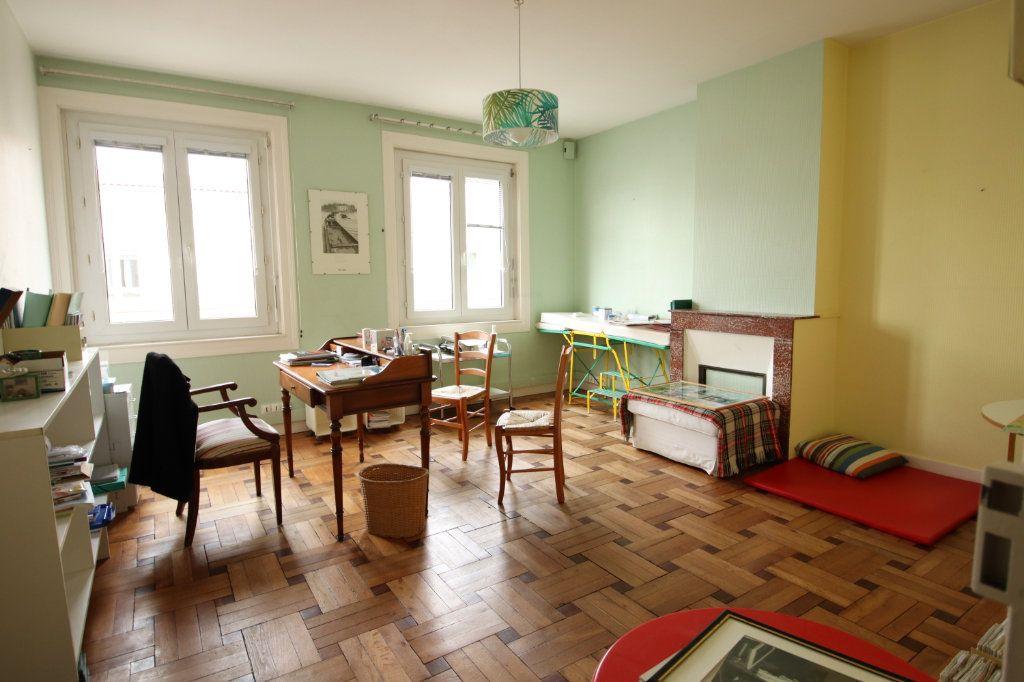 Maison à vendre 6 144.15m2 à Royan vignette-3