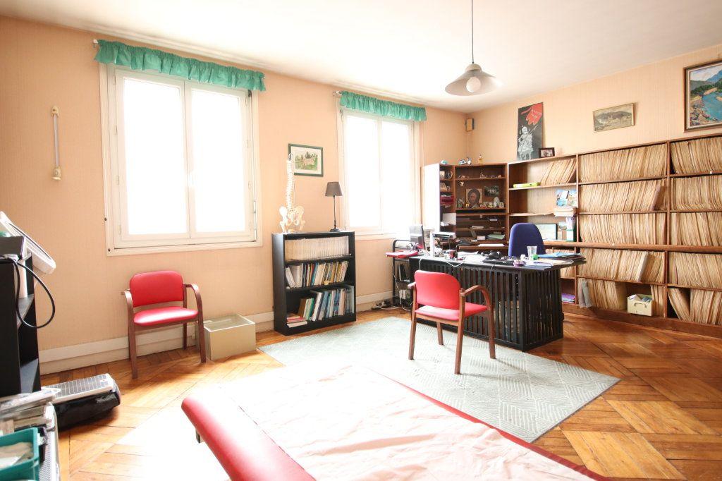 Maison à vendre 6 144.15m2 à Royan vignette-4