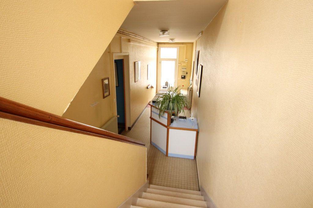 Maison à vendre 6 144.15m2 à Royan vignette-6