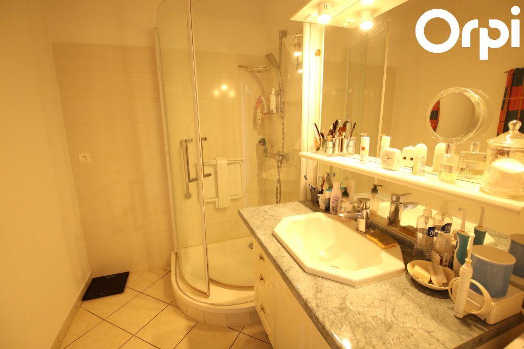 Appartement à vendre 3 75.44m2 à Royan vignette-6