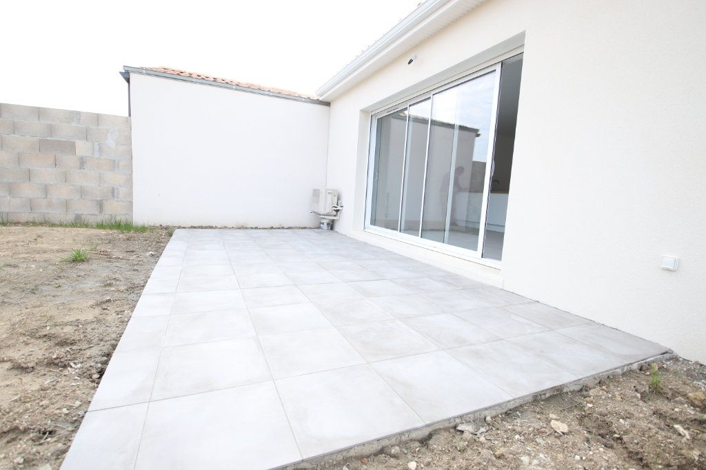Maison à vendre 4 74.78m2 à Meschers-sur-Gironde vignette-1