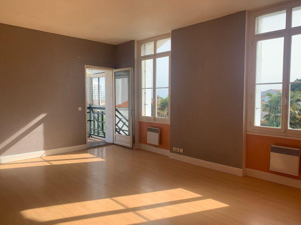 Appartement à vendre 3 70.37m2 à Royan vignette-1