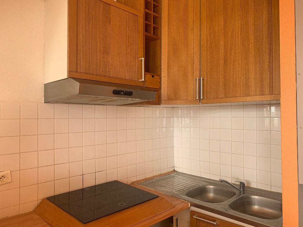 Appartement à vendre 3 70.37m2 à Royan vignette-3