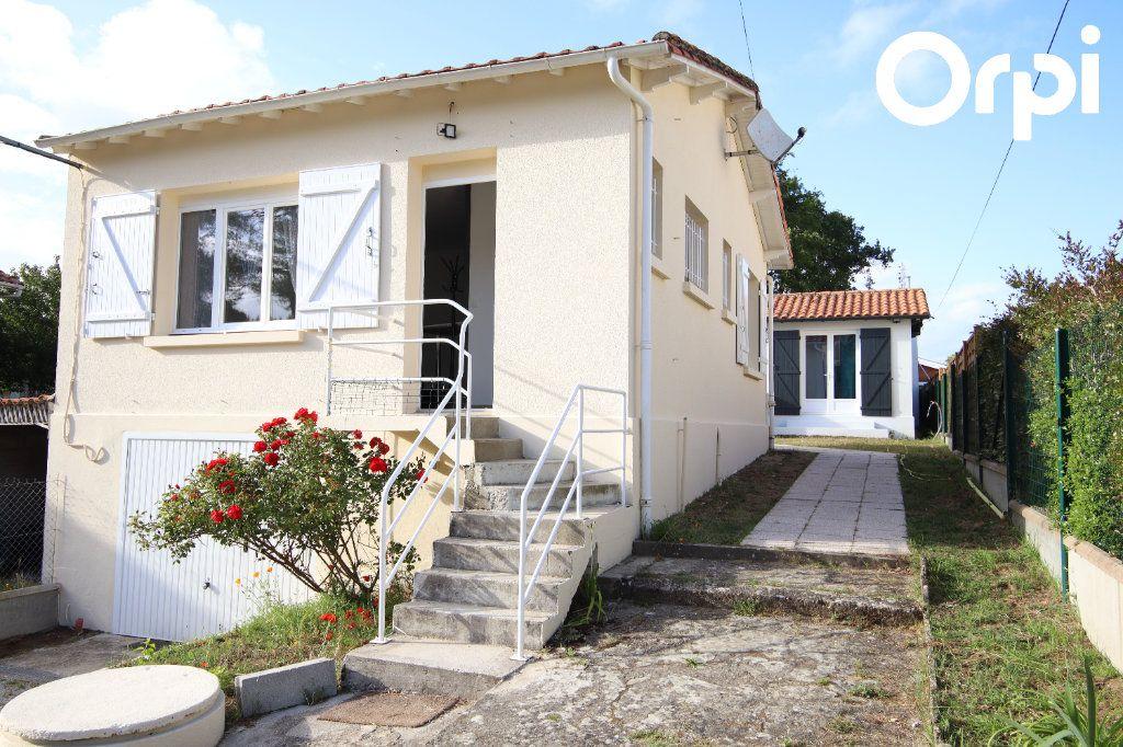 Maison à vendre 7 130m2 à Saint-Georges-de-Didonne vignette-1
