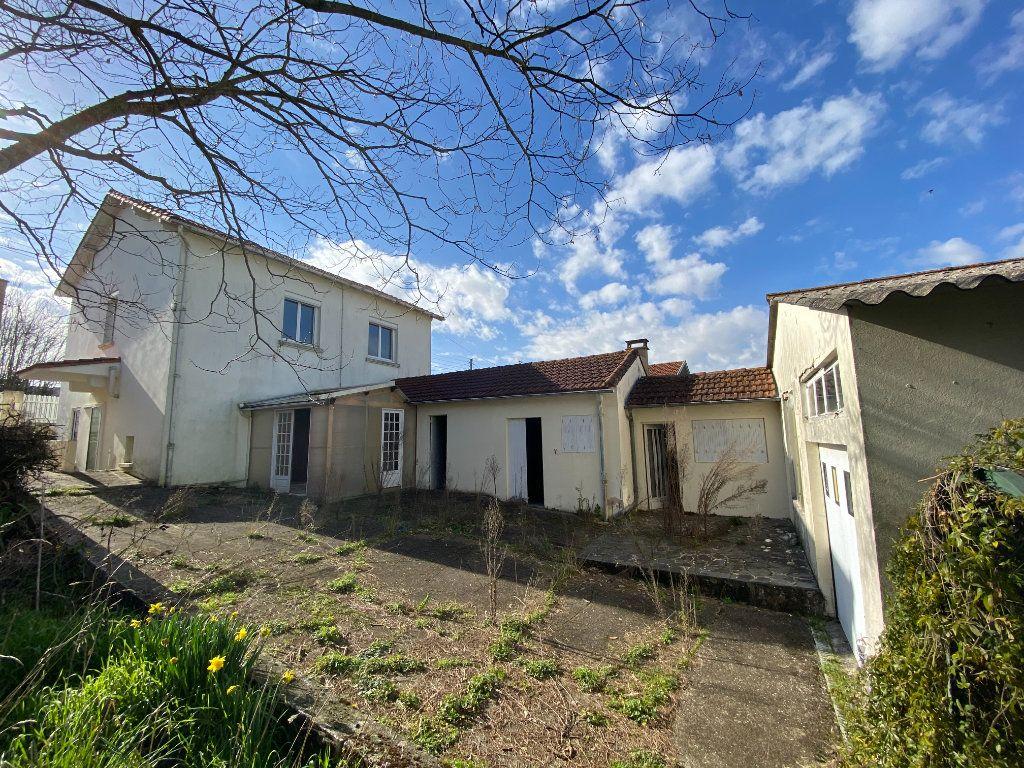 Maison à vendre 6 113.83m2 à Royan vignette-3