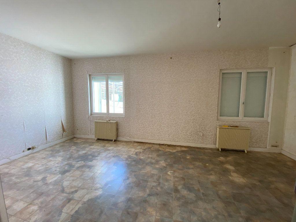 Maison à vendre 6 113.83m2 à Royan vignette-4
