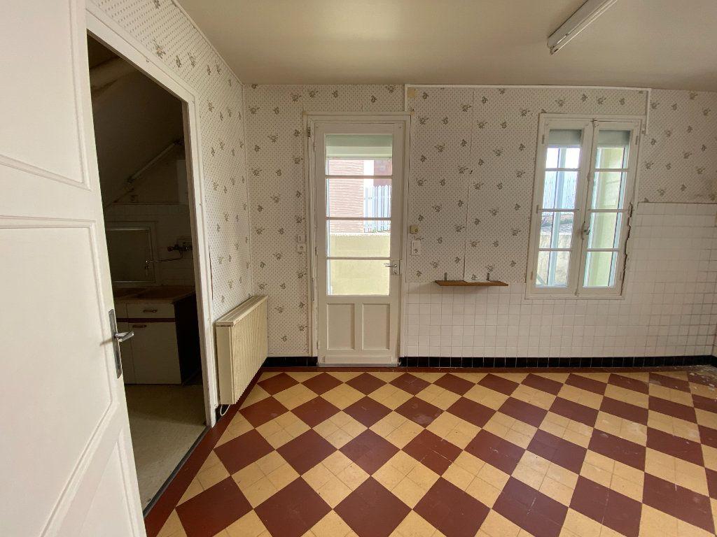 Maison à vendre 6 113.83m2 à Royan vignette-6