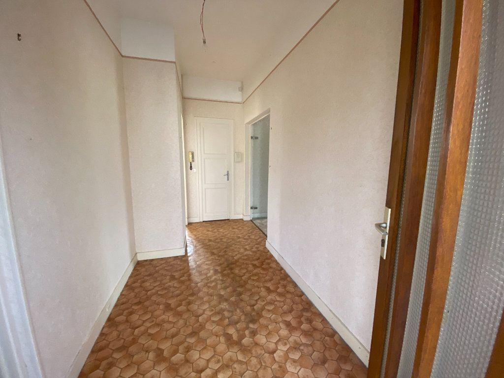 Maison à vendre 6 113.83m2 à Royan vignette-7