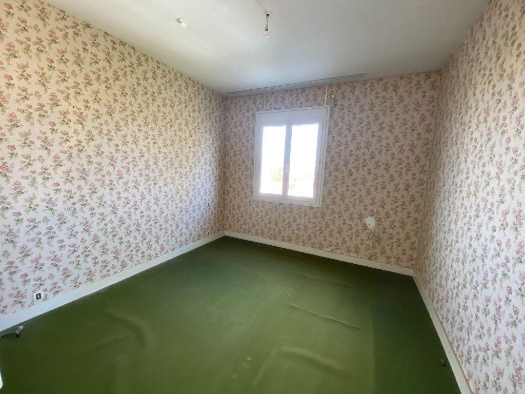 Maison à vendre 6 113.83m2 à Royan vignette-10