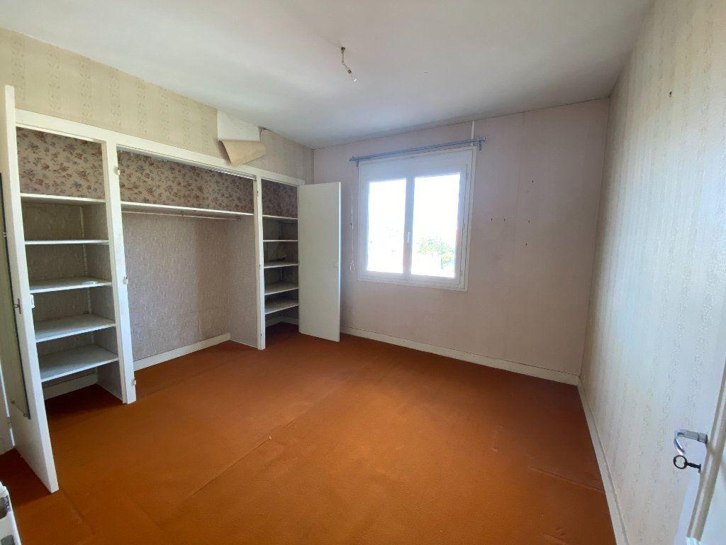 Maison à vendre 6 113.83m2 à Royan vignette-11