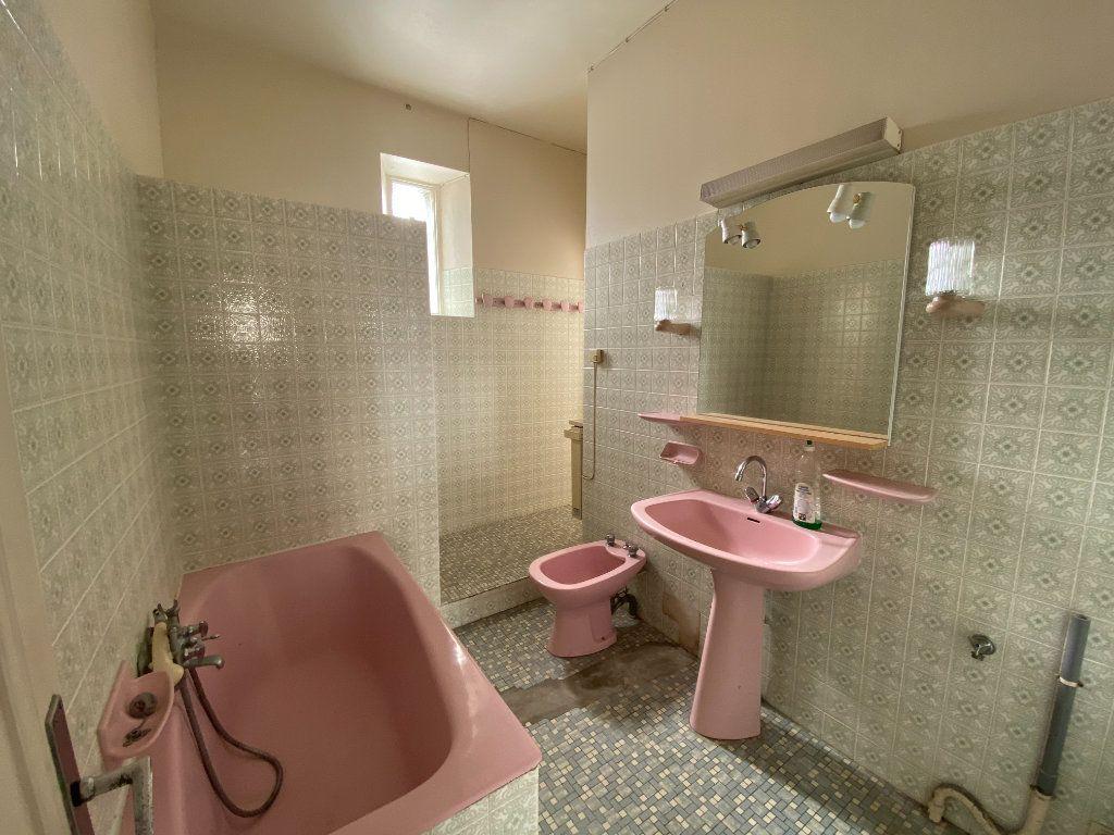 Maison à vendre 6 113.83m2 à Royan vignette-13
