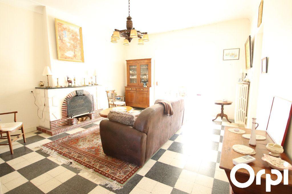 Maison à vendre 8 141.64m2 à Royan vignette-3