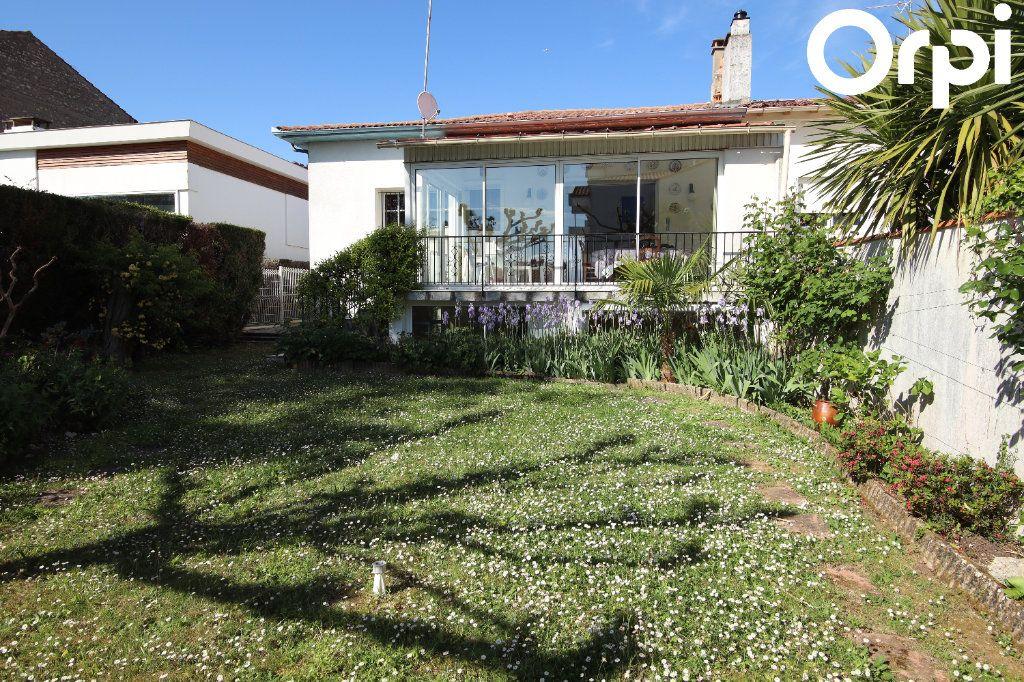Maison à vendre 8 141.64m2 à Royan vignette-11