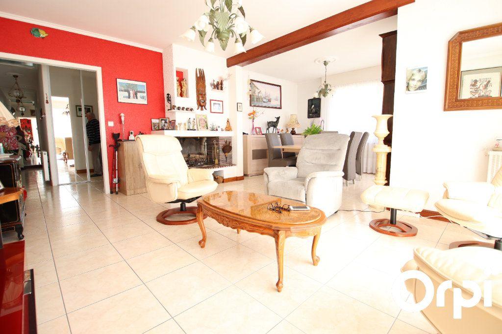 Maison à vendre 4 127.32m2 à Royan vignette-4
