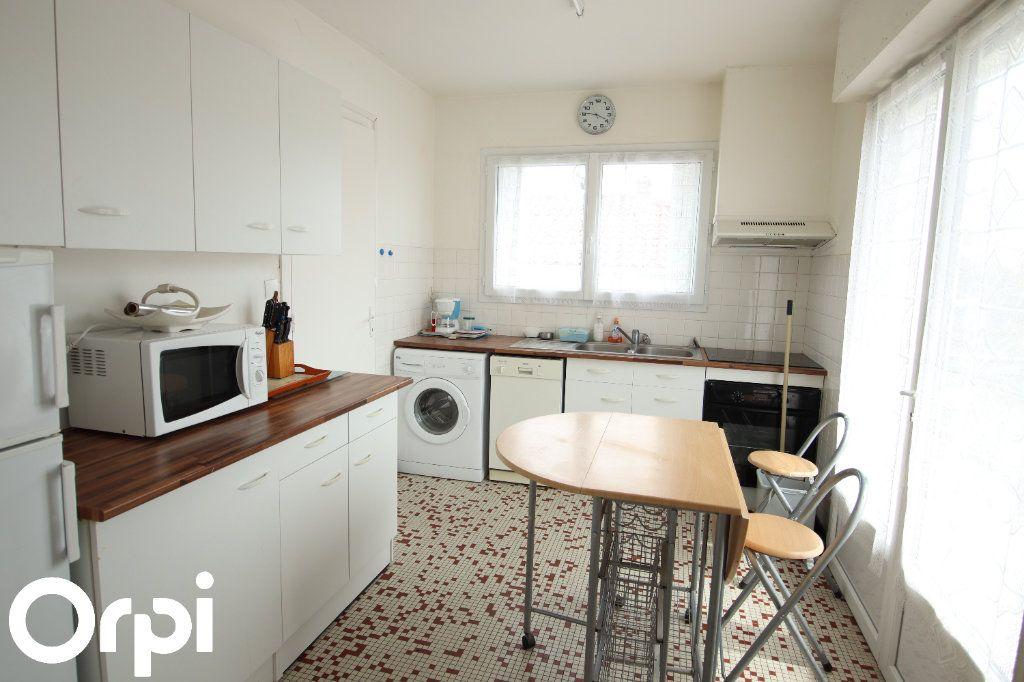 Maison à vendre 5 93.1m2 à Royan vignette-2