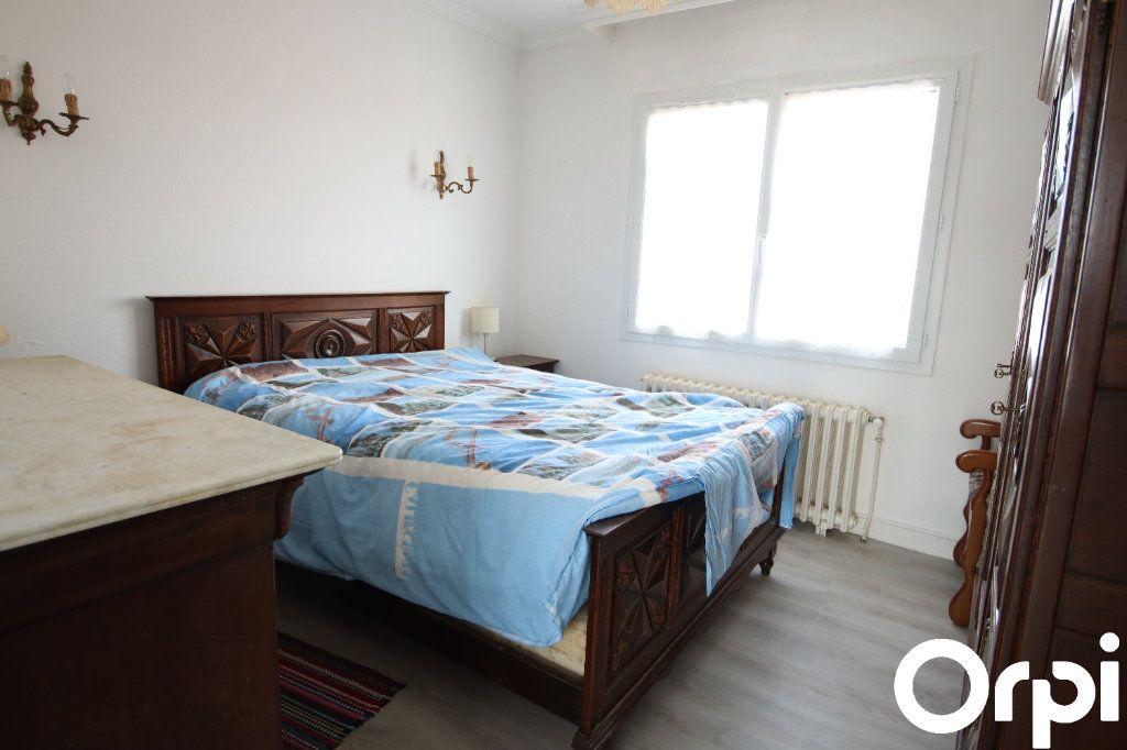 Maison à vendre 5 93.1m2 à Royan vignette-6