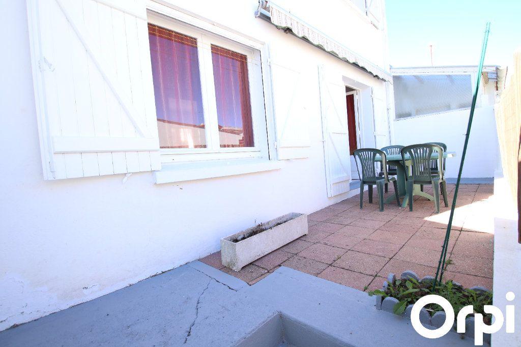 Maison à vendre 6 69m2 à Royan vignette-2