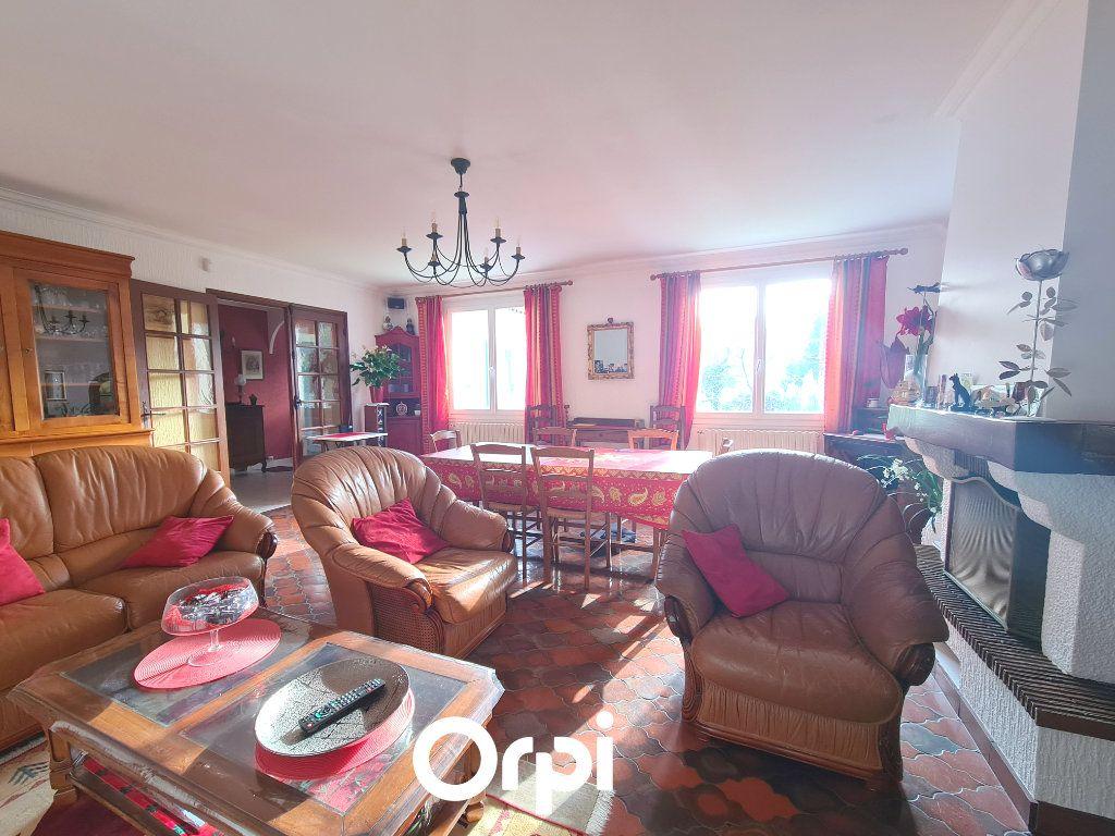 Maison à vendre 5 125m2 à Saint-Palais-sur-Mer vignette-3
