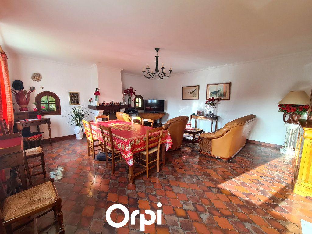 Maison à vendre 5 125m2 à Saint-Palais-sur-Mer vignette-4