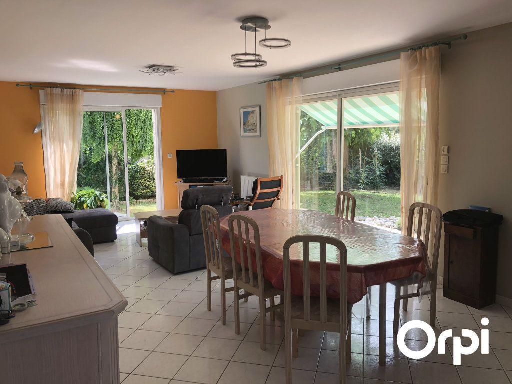 Maison à vendre 5 128m2 à Saint-Palais-sur-Mer vignette-3