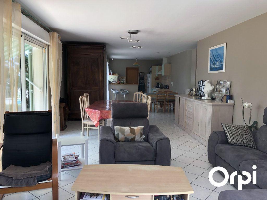 Maison à vendre 5 128m2 à Saint-Palais-sur-Mer vignette-4
