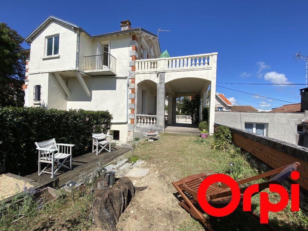 Maison à vendre 10 190m2 à Saint-Palais-sur-Mer vignette-3