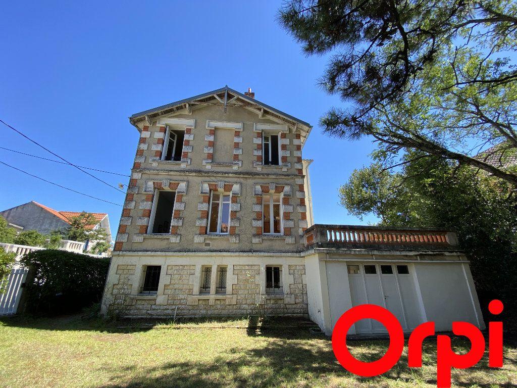Maison à vendre 10 190m2 à Saint-Palais-sur-Mer vignette-4