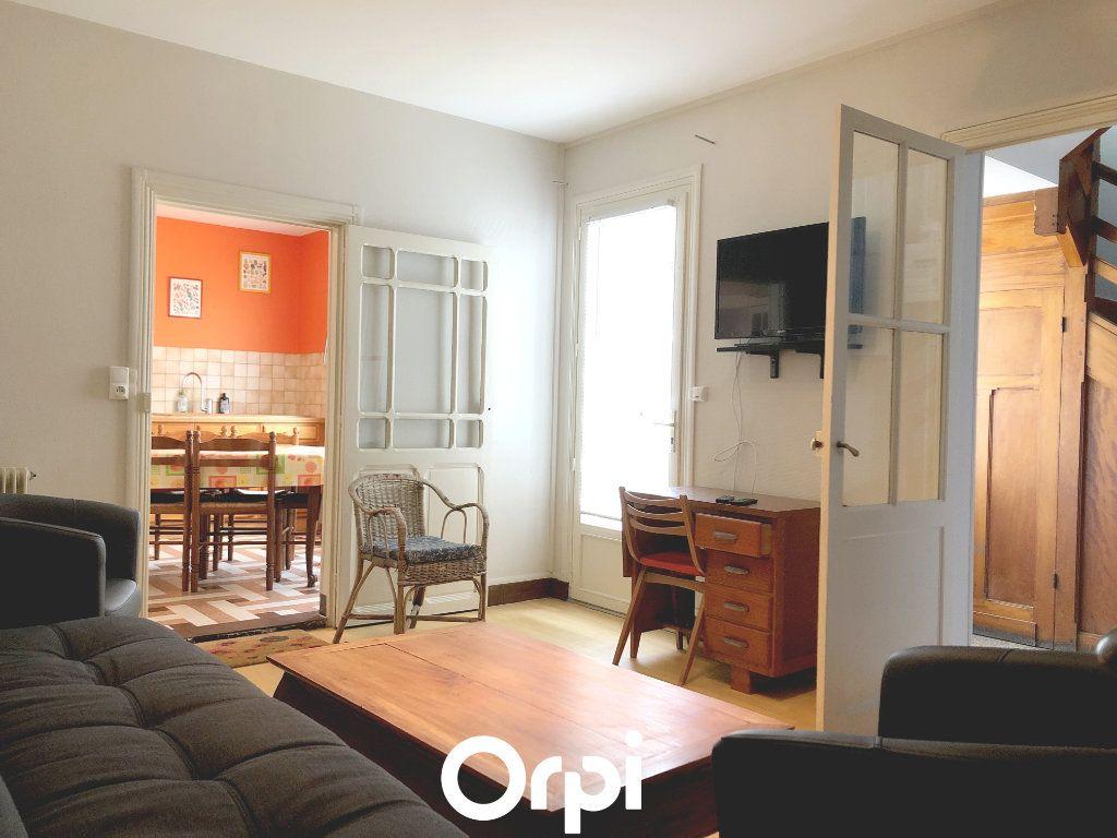 Maison à vendre 8 143.29m2 à Saint-Palais-sur-Mer vignette-2