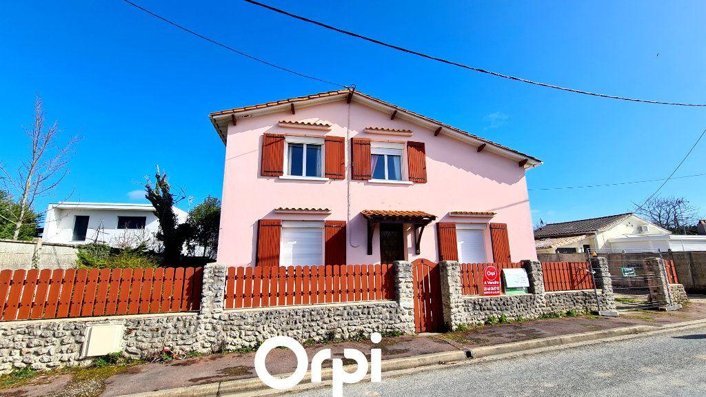 Maison à vendre 8 255m2 à Saint-Palais-sur-Mer vignette-1