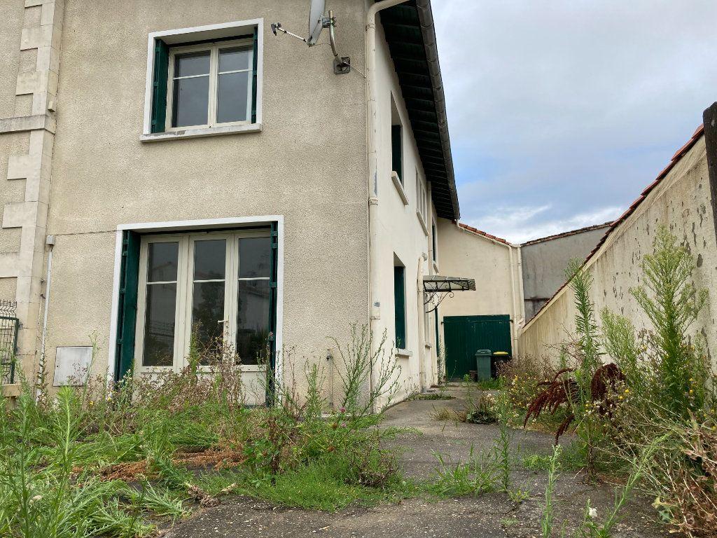 Maison à vendre 4 90m2 à Saint-Sulpice-de-Royan vignette-1