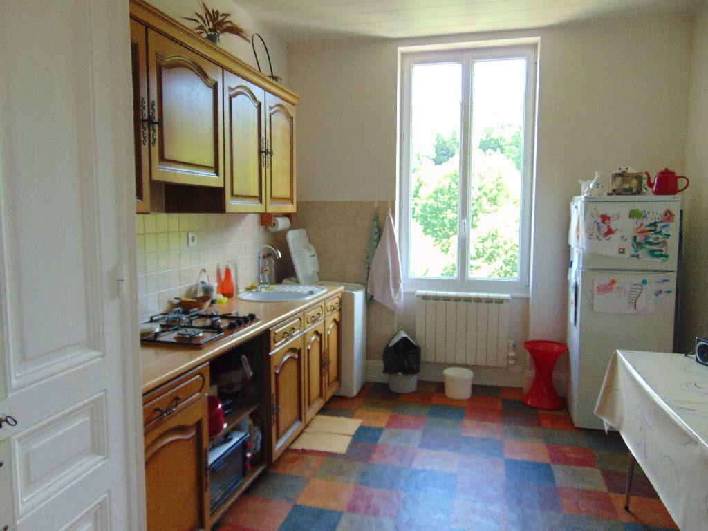 Appartement à vendre 4 65.3m2 à Hauteville-Lompnes vignette-4