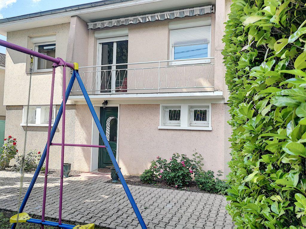 Maison à vendre 7 159.8m2 à Bourg-en-Bresse vignette-1