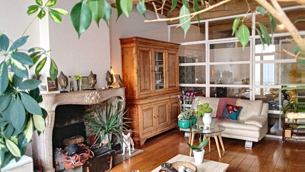 Appartement à vendre 5 147.39m2 à Bourg-en-Bresse vignette-1