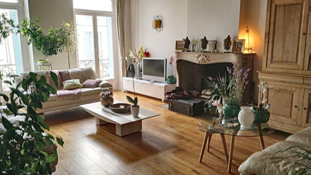 Appartement à vendre 5 147.39m2 à Bourg-en-Bresse vignette-2
