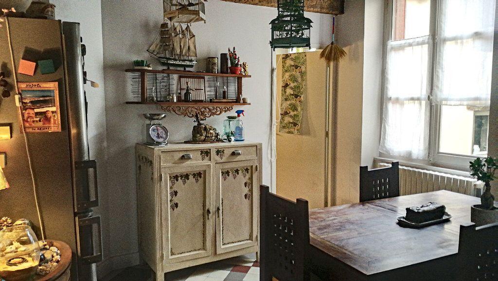 Appartement à vendre 5 147.39m2 à Bourg-en-Bresse vignette-5