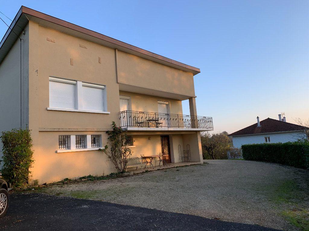 Maison à vendre 4 120m2 à Montrevel-en-Bresse vignette-5