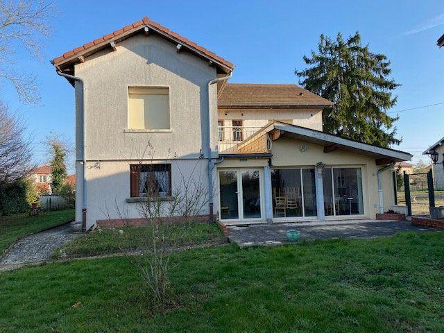 Maison à vendre 6 138m2 à Bourg-en-Bresse vignette-1