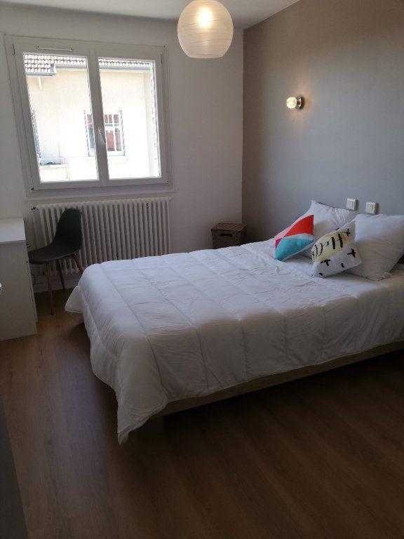 Appartement à vendre 3 68m2 à Bourg-en-Bresse vignette-4