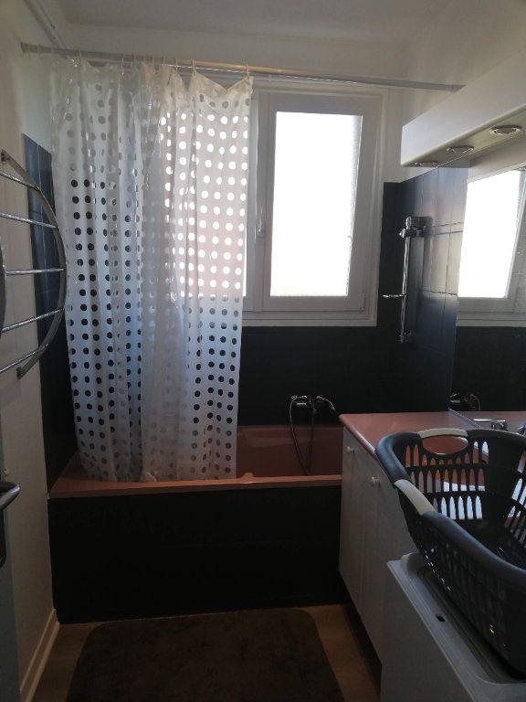 Appartement à vendre 3 68m2 à Bourg-en-Bresse vignette-5