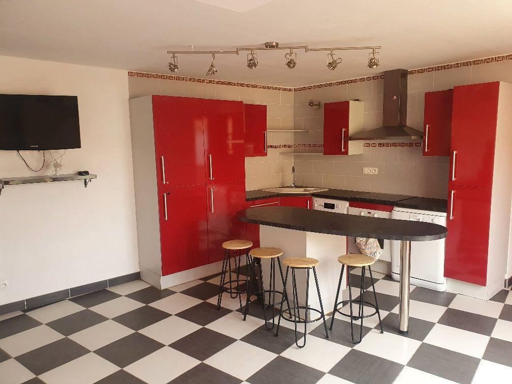 Appartement à vendre 4 90m2 à Saint-Laurent-sur-Saône vignette-1