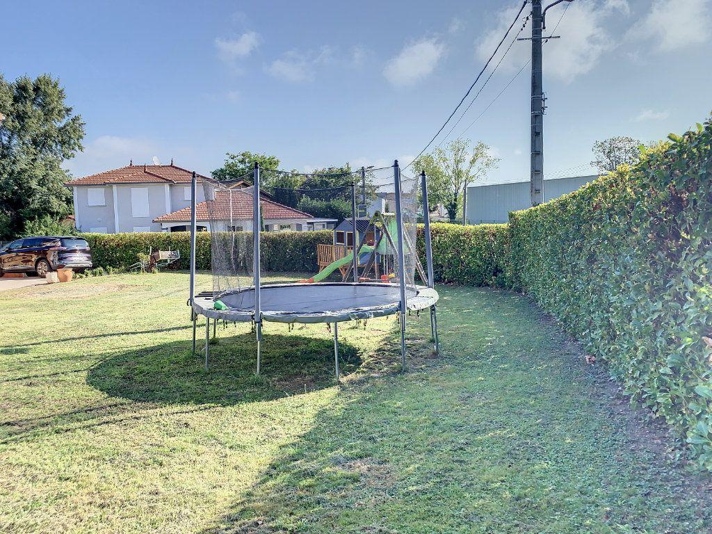 Maison à vendre 6 128m2 à Bourg-en-Bresse vignette-2