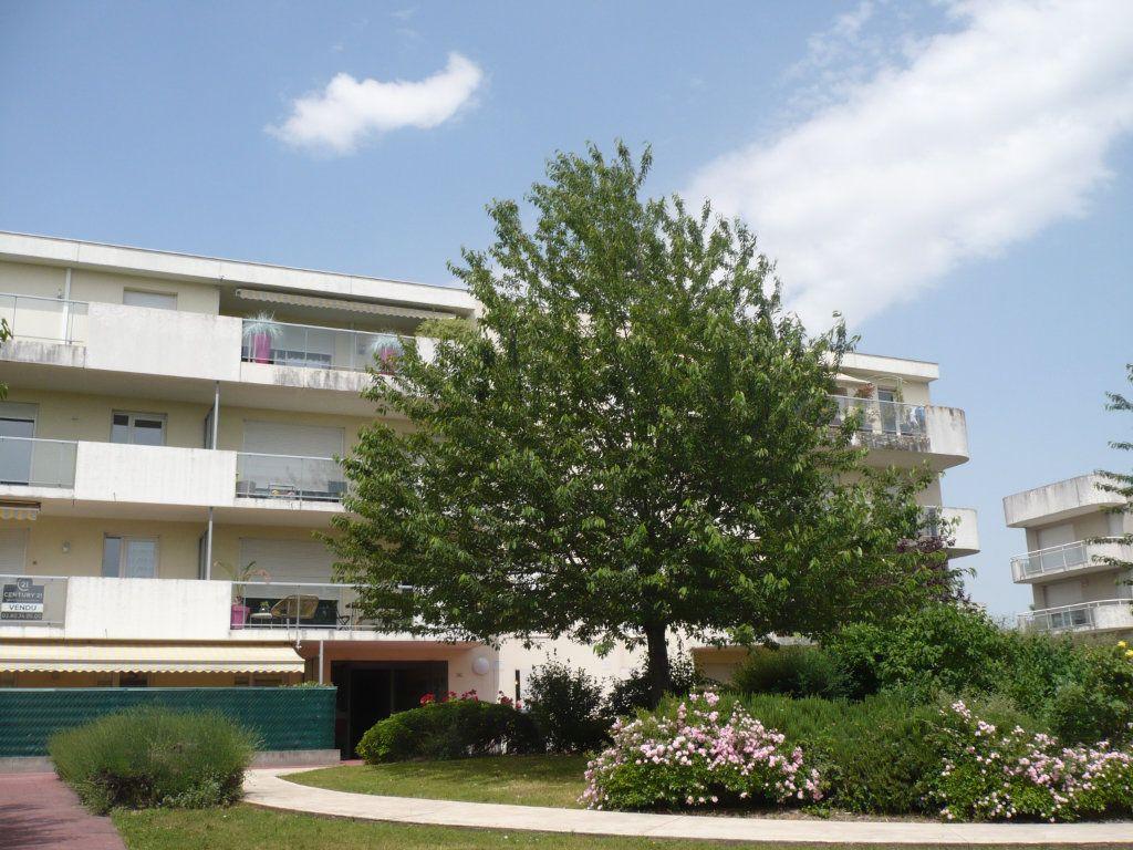 Appartement à louer 3 70.87m2 à Dijon vignette-1