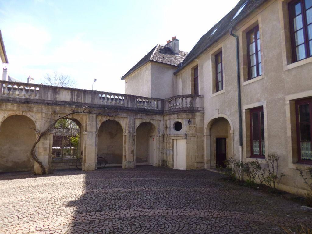 Appartement à louer 2 57.9m2 à Dijon vignette-1